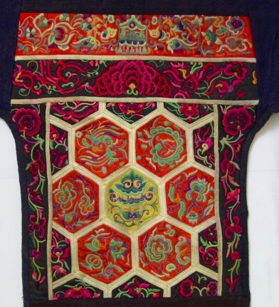 April COLLECTOR�S CORNER - Chinese Minorities Textiles:  From Wedding to Motherhood0